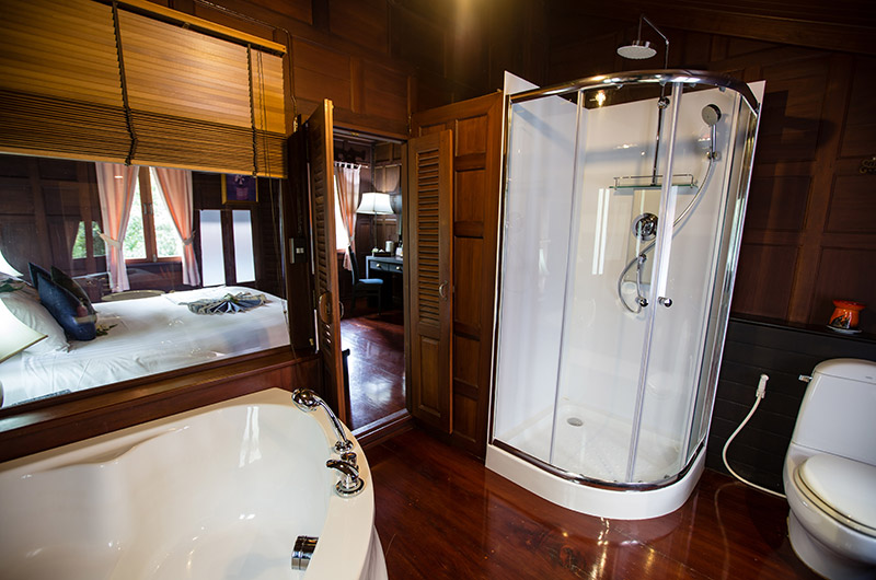 Thai Village - Super Deluxe Rooms Bathroom